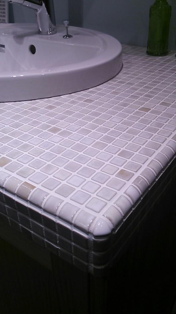 ウッドワンのタイル洗面所がおしゃれ
