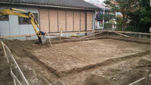 基礎工事1日目 ショベルカーが!!!!ついに基礎工事が始まりました。