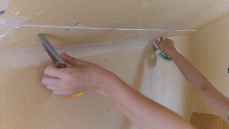 塗り壁DIY下地寒冷紗(ファイバーテープ)貼り方