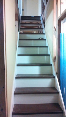 ひとりで塗れるもんDIY階段