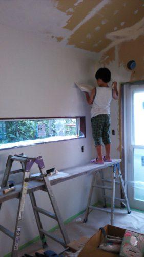 ひとりで塗れるもん子供も塗り壁DIY