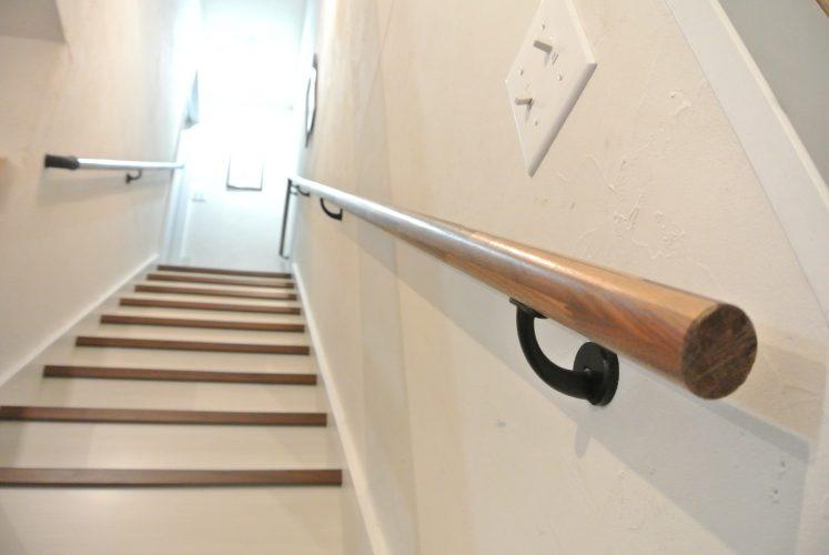 おしゃれかっこいい階段手すり アイアンブラック施工事例