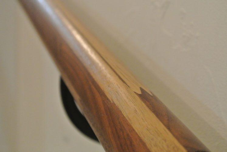 おしゃれかっこいい階段手すり 木目ウォールナット表面写真