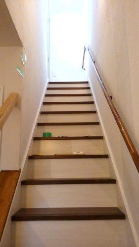 カワジュン ブラケット(壁付用) KH-631 階段の取付位置 DIYレビュー