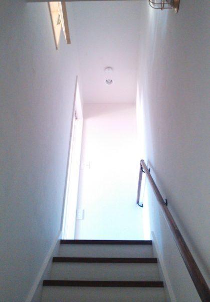 WEB内覧会 階段を上がって2階リビングへ