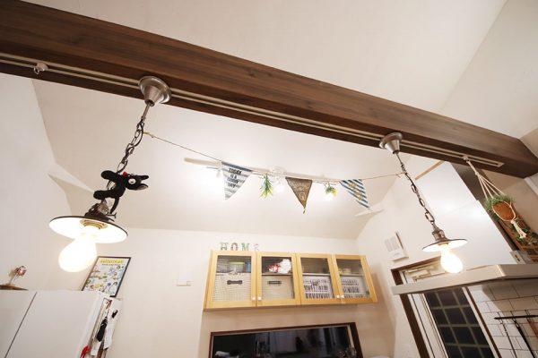 勾配天井(傾斜天井)の梁のペンダント照明