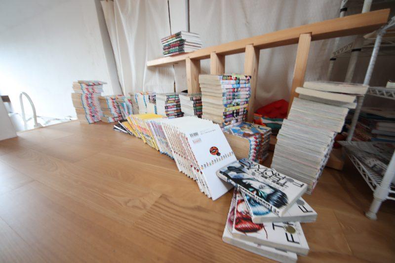 本棚DIYマンガがいっぱい