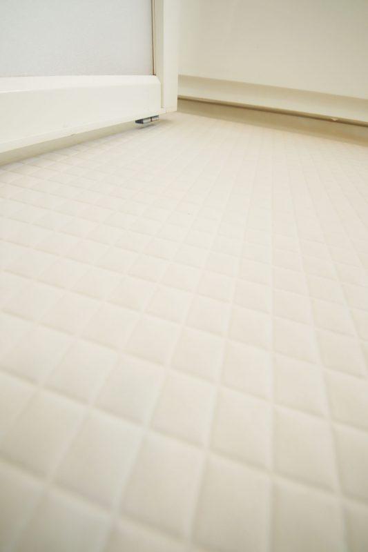 お風呂の床もホワイト