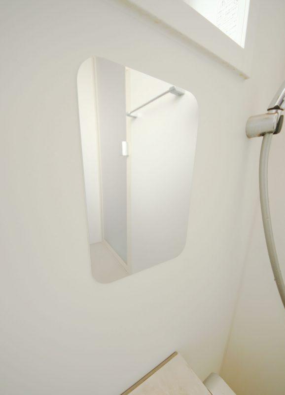 スマートミラー Lサイズ 粘着 ( 鏡 ミラー 壁 壁に貼る 壁に貼れる 壁付け 貼る くもりにくい 割れにくい バスルーム トイレ 玄関 クローゼット 壁に貼る鏡 シンプル 枠なし フレームなし )