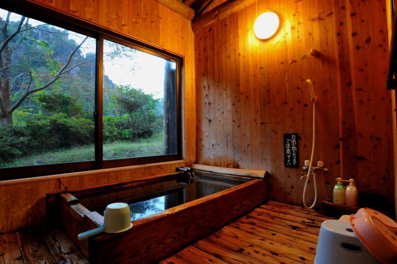 森の別荘の絶景半露天風呂