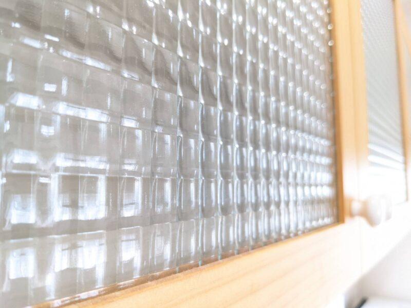 ウッドワンsu:ijiのウォールキャビネット(吊戸棚)チェッカーガラス レビュー